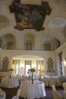 villa-bria-matrimonio-gassino-simmi-fiori-centrotavola-13